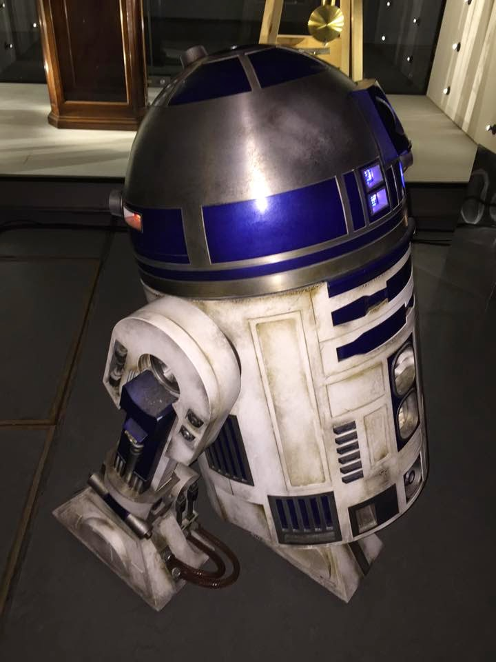 R2D2 Star Wars Episode VII 2