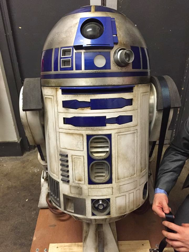 R2D2 Star Wars Episode VII 3